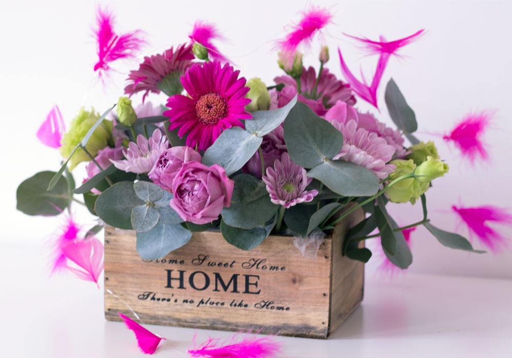 Aranjament Floral Pentru Ocazii Speciale In Cutie Din Lemn