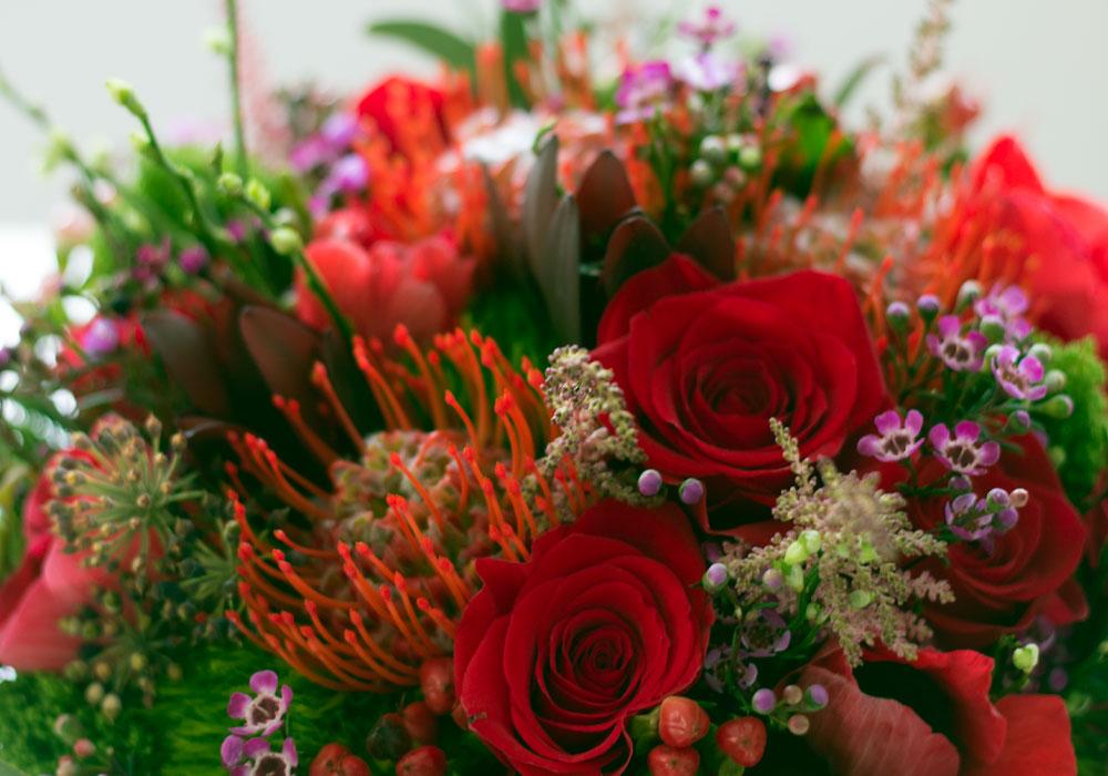 Buchet Pentru Mireasa Cu Trandafiri Leucospermum Wax Flower